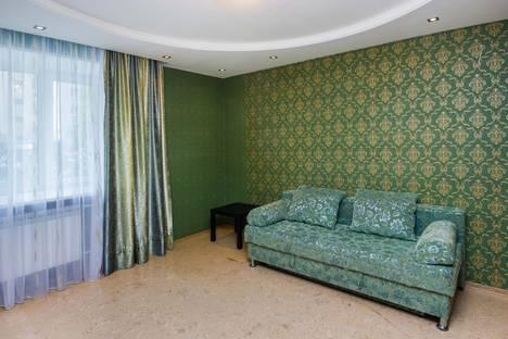 Сдается 3-комнатная квартира посуточно в Тюмени, ул. Военная, 13.