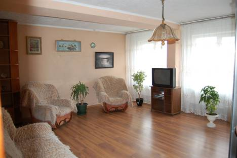 Сдается 2-комнатная квартира посуточнов Абакане, ул. Кати Перекрещенко,2.