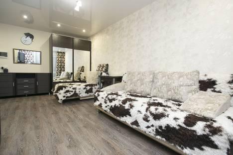 Сдается 2-комнатная квартира посуточно в Новосибирске, улица Ленина, 79.
