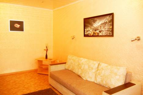Сдается 2-комнатная квартира посуточно в Воронеже, улица Космонавтов, 13.