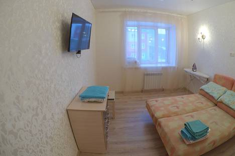 Сдается 1-комнатная квартира посуточно в Омске, улица Перелета, 33.