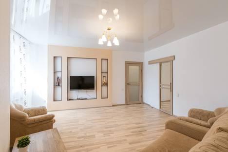 Сдается 2-комнатная квартира посуточно в Новосибирске, улица Дуси Ковальчук, 250.