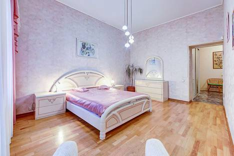 Сдается 2-комнатная квартира посуточново Всеволожске, набережная реки Мойки, 27.