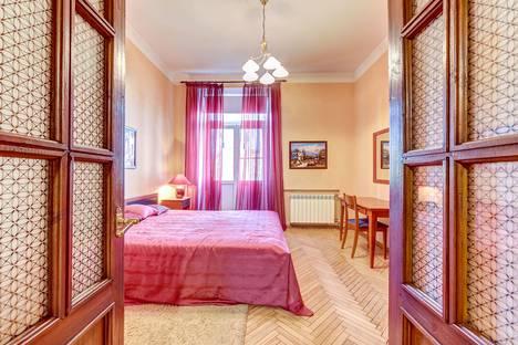 Сдается 3-комнатная квартира посуточно в Санкт-Петербурге, Суворовский проспект, 56.