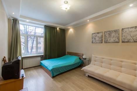 Сдается 2-комнатная квартира посуточнов Екатеринбурге, проспект Ленина, 69/8.