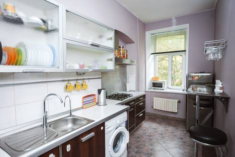Сдается 3-комнатная квартира посуточнов Санкт-Петербурге, улица Моисеенко, 4.