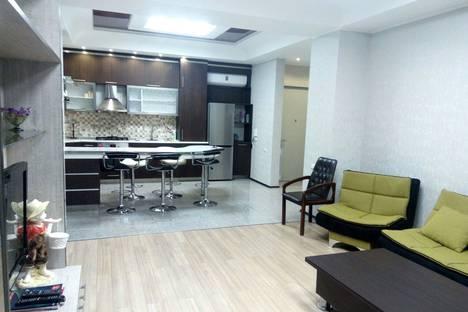 Сдается 3-комнатная квартира посуточно, улица Павле Ингороква 19.