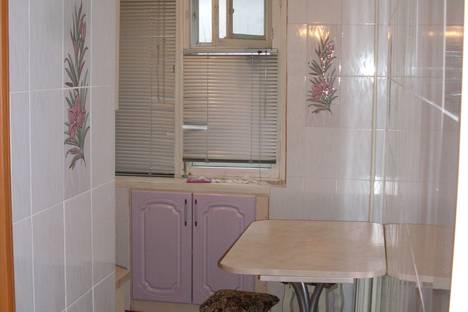 Сдается 3-комнатная квартира посуточно в Тольятти, улица Ленина, 82.
