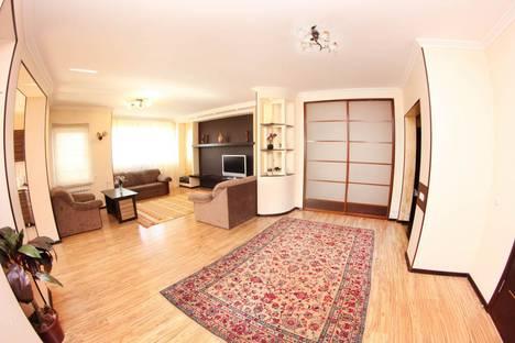 Сдается 3-комнатная квартира посуточно в Алматы, улица Каблукова, 264 блок 7.