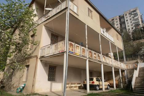 Сдается 4-комнатная квартира посуточно в Тбилиси, ул. шавгулидзе 9.