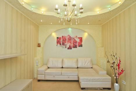 Сдается 2-комнатная квартира посуточно в Сургуте, Югорская улица, 13.