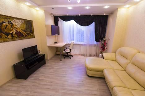 Сдается 2-комнатная квартира посуточно в Сургуте, проспект Ленина, 62.