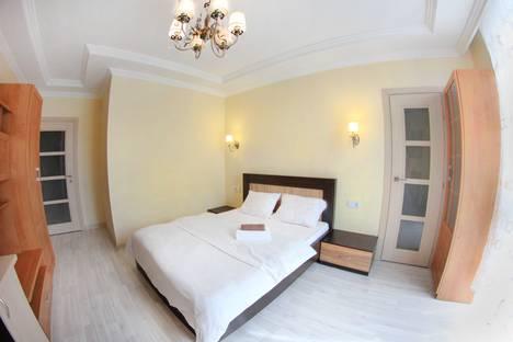 Сдается 2-комнатная квартира посуточно в Алматы, улица Торайгырова 25.