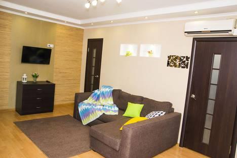 Сдается 2-комнатная квартира посуточно в Омске, Карла Маркса проспект, 26.