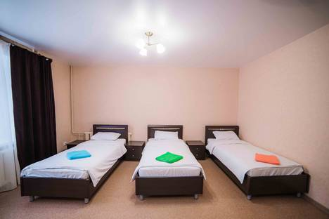 Сдается 3-комнатная квартира посуточно в Чебоксарах, Комбинатская улица, 5.