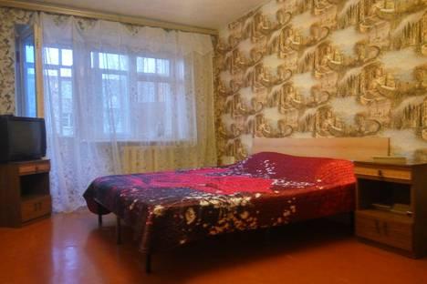 Сдается 2-комнатная квартира посуточно в Таганроге, улица Щаденко, 90.