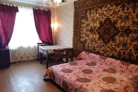 Сдается 3-комнатная квартира посуточно в Саратове, улица Азина, 7.
