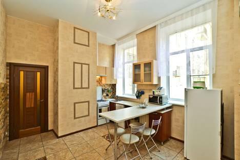 Сдается 2-комнатная квартира посуточнов Санкт-Петербурге, улица Рубинштейна, 30.