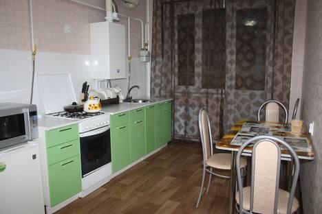Сдается 1-комнатная квартира посуточно в Россоши, улица Жуковского 5б.