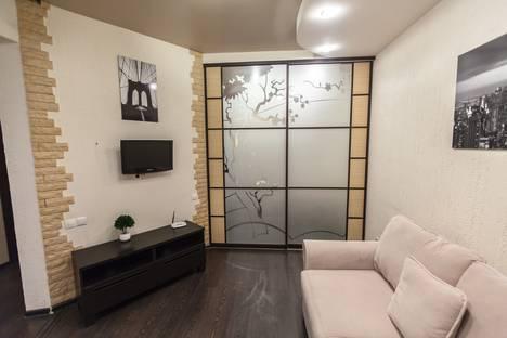 Сдается 2-комнатная квартира посуточно, улица Курчатова, 72.