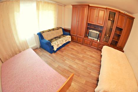 Сдается 1-комнатная квартира посуточно в Кемерове, проспект Молодежный, 7.