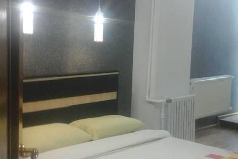 Сдается 2-комнатная квартира посуточно в Баку, Bakı, Xaqani Küçəsi, 55.