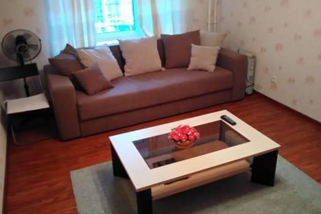 Сдается 2-комнатная квартира посуточнов Ломоносове, Комендантская площадь, 8.