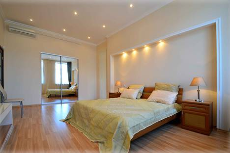 Сдается 3-комнатная квартира посуточнов Колпино, Невский проспект, 50.