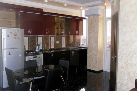 Сдается 3-комнатная квартира посуточнов Кобулети, Batumi, Inasaridze Street, 9.