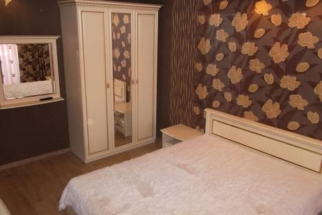 Сдается 3-комнатная квартира посуточнов Новом Свете, улица Голицына, 32.