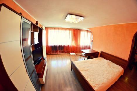 Сдается 2-комнатная квартира посуточно в Кемерове, улица Дзержинского, 10.