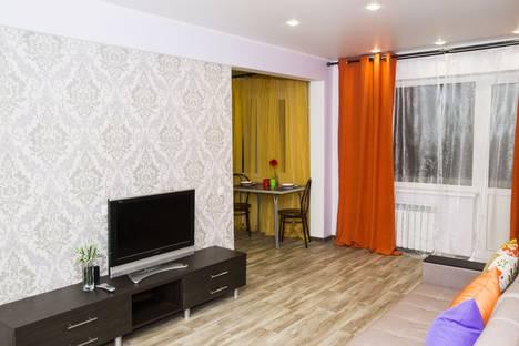 Сдается 2-комнатная квартира посуточно в Омске, улица Федора Крылова, 4.