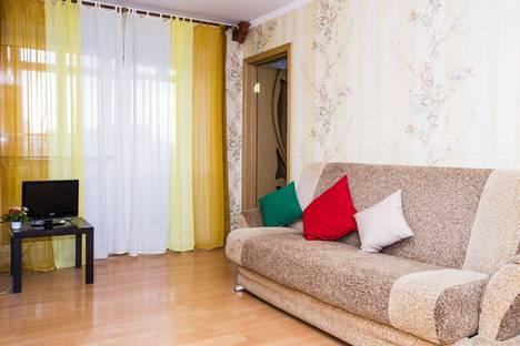 Сдается 2-комнатная квартира посуточно в Омске, улица Федора Крылова, 5.
