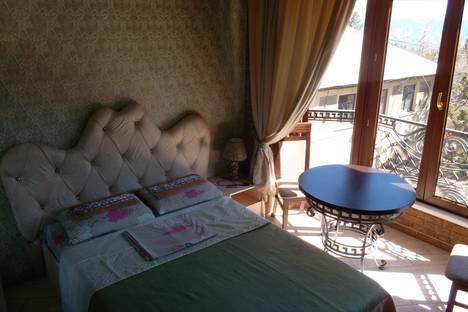 Сдается 1-комнатная квартира посуточно в Новом Свете, улица Шаляпина, 6.