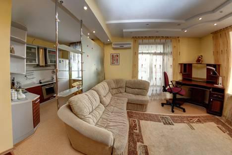 Сдается 2-комнатная квартира посуточно, улица Калинина, 50.