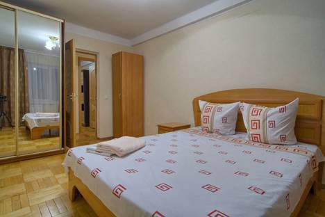 Сдается 2-комнатная квартира посуточно в Москве, Тарутинская улица, 1.