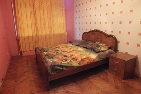 Сдается 3-комнатная квартира посуточно в Гатчине, улица Киргетова, 15.