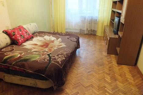 Сдается 2-комнатная квартира посуточно в Гатчине, улица Академика Константинова, 1А.