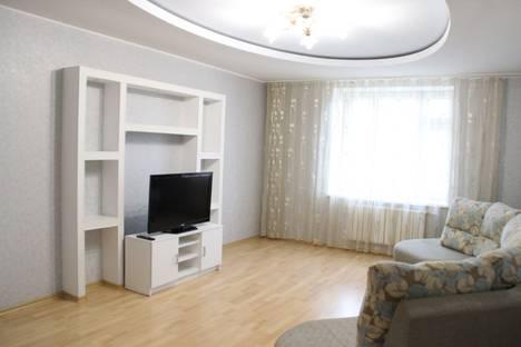 Сдается 2-комнатная квартира посуточнов Казани, Чистопольская улица, 60.