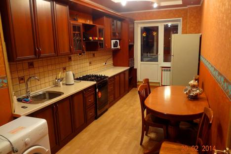 Сдается 3-комнатная квартира посуточно в Костроме, ул.Войкова д.41.