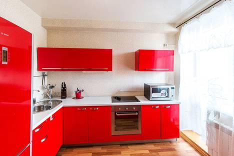 Сдается 2-комнатная квартира посуточно в Омске, бульвар Кузьмина, 1.