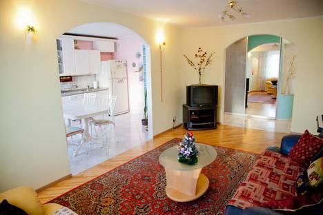 Сдается 3-комнатная квартира посуточно в Самаре, проспект Карла Маркса, 31.