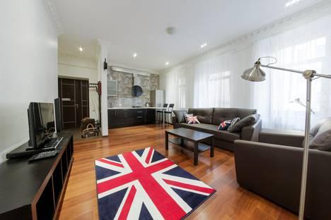 Сдается 2-комнатная квартира посуточно, Невский пр. 119.