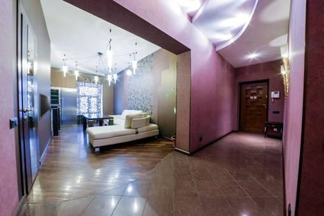 Сдается 3-комнатная квартира посуточно в Санкт-Петербурге, Восстания 26.