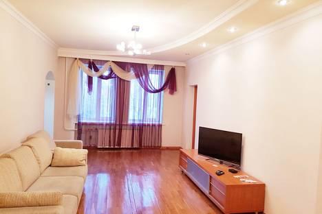 Сдается 3-комнатная квартира посуточно в Бийске, Ленинградская улица, 68.