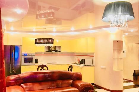Сдается 2-комнатная квартира посуточно в Хабаровске, Хабаровская улица, 27а.