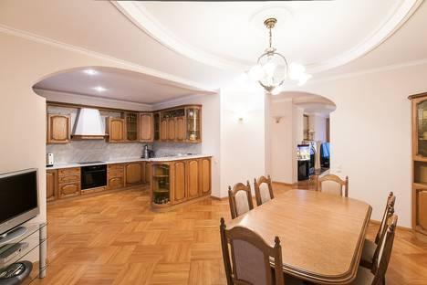 Сдается 2-комнатная квартира посуточнов Балашихе, Смоленская улица, 6.