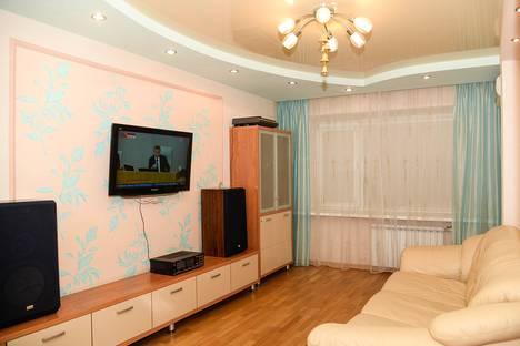 Сдается 2-комнатная квартира посуточно в Кирове, улица Горького, 28.