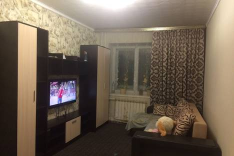Сдается 2-комнатная квартира посуточнов Таштаголе, Советская улица, 3.