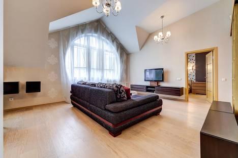 Сдается 2-комнатная квартира посуточнов Санкт-Петербурге, Итальянская улица 3.